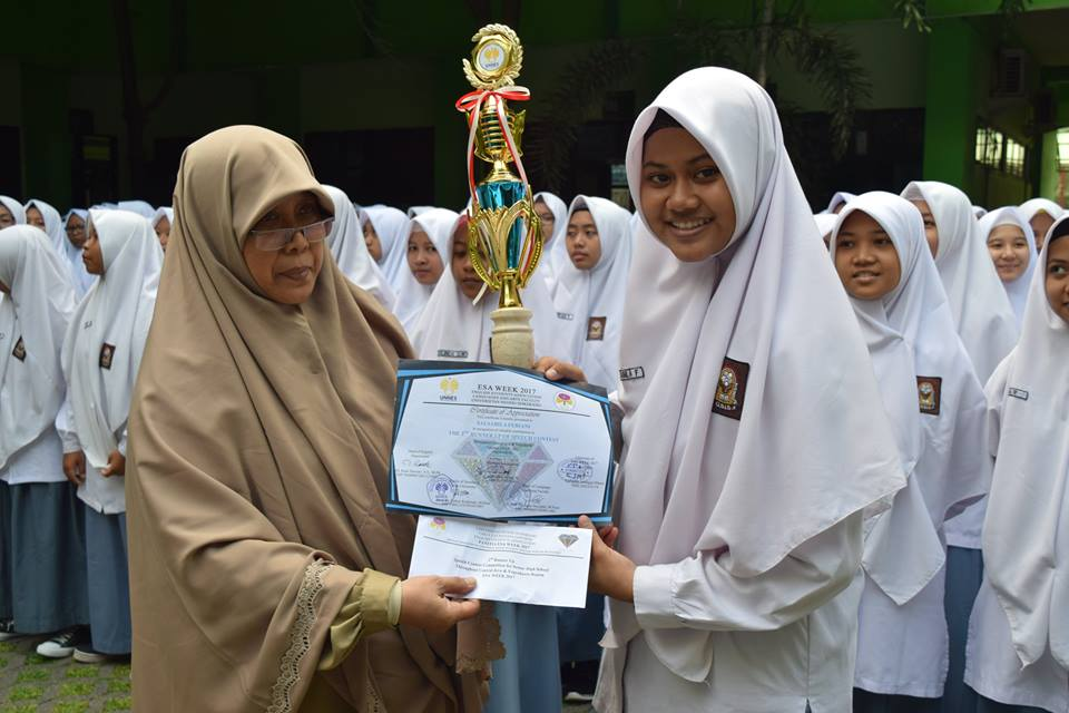 the-2nd-runner-up-of-speech-contest-unnes-2017