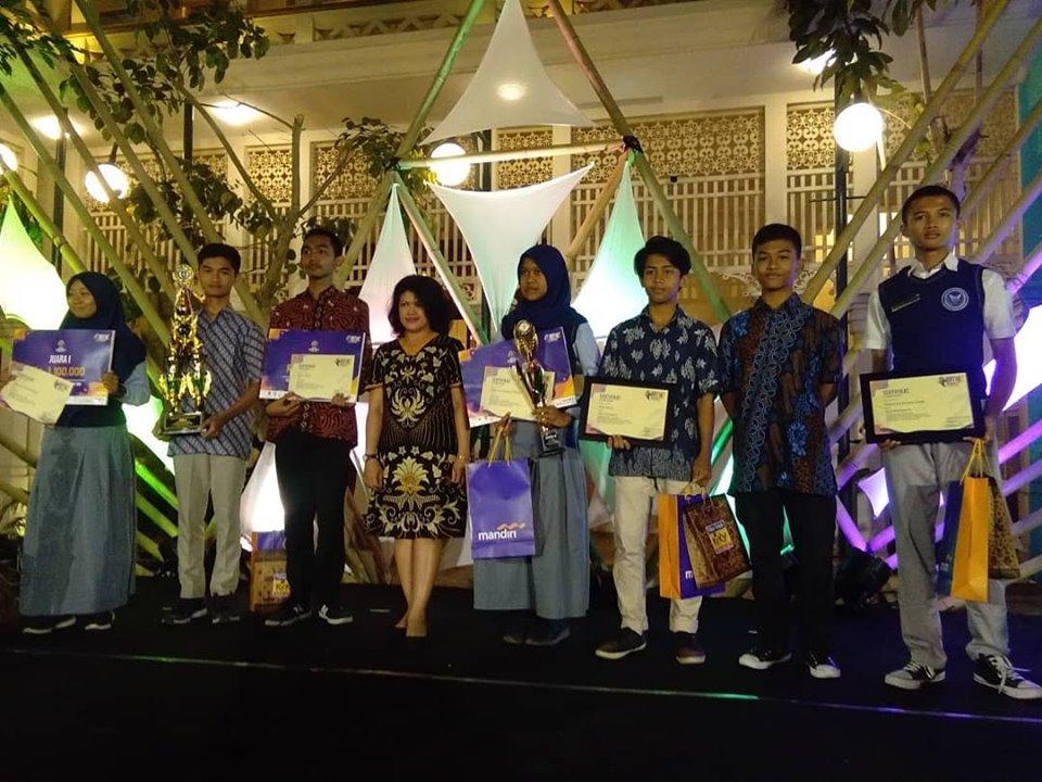 SMA MTA Surakarta Juara 2 dan Juara Harapan1 Awarding Ndalem Gondosuli Batik Week 2019