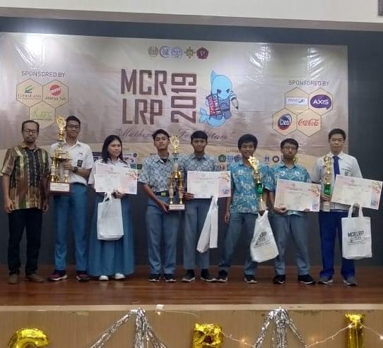 Meraih Juara 3 ajang berskala nasional Mathematics Competition Revolution (MCR) di Fakultas Matematika dan Ilmu Pengetahuan Alam (FMIPA)UNESA Surabaya