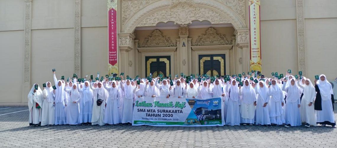 sma-mta-surakarta-latihan-manasik-haji-di-firdaus-fatimah-zahra-kelas-x-putri-2020